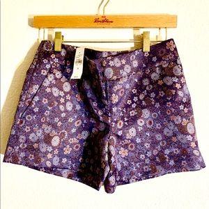 Loft shorts in a beautiful jacquard fabric.